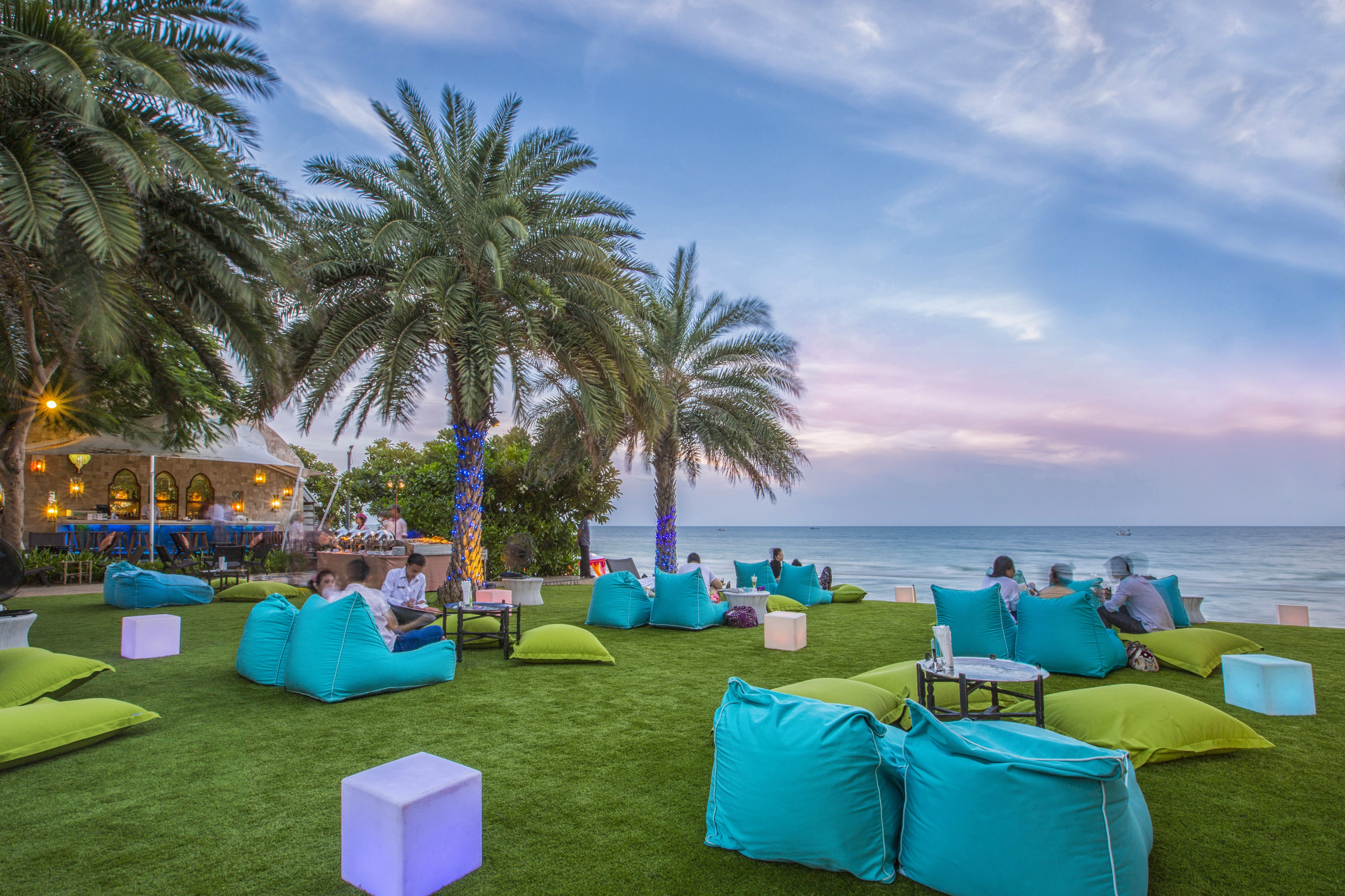 Marrakesh-Hua-Hin-Resort-_-Spa_Al-Bahr-Beach-Bar-(7).jpg