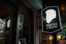 Bricks & Bone เบอร์เบินบาร์สุดเท่สไตล์อเมริกันที่ซ่อนตัวในย่านที่อยู่อาศัยในซอยรามคำแหง 24